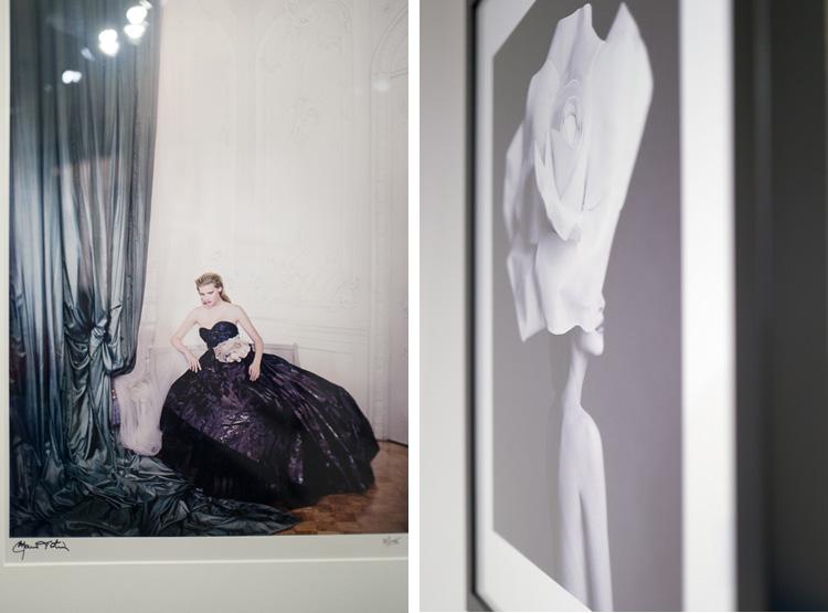 """A gauche : Lara Stone par Mario Testino Londres, British Vogue 2009 A droite : Christy Turlington, chapeau """"Rose"""" par Patrick Demarchelier, Février 1992"""