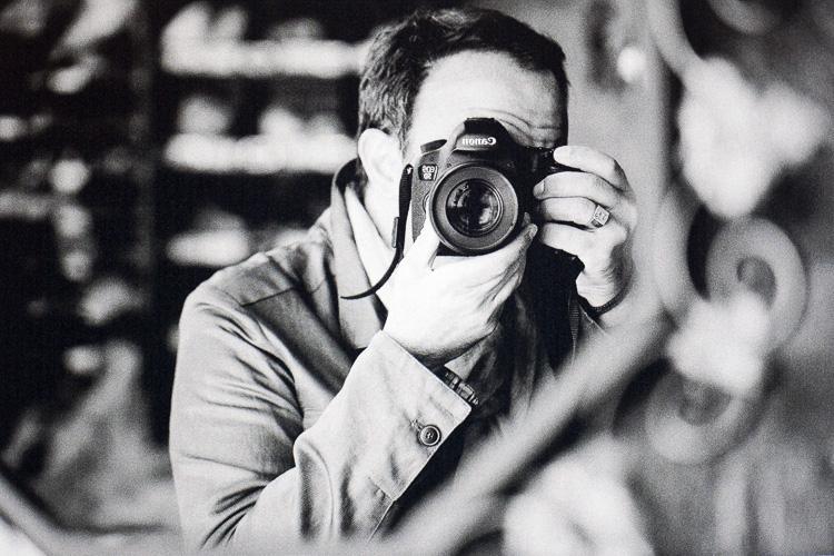 Autoportrait de Nikos Aliagas
